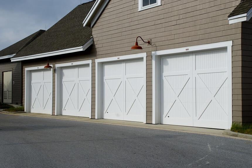 een-garagedeur-met-openslaande-deuren